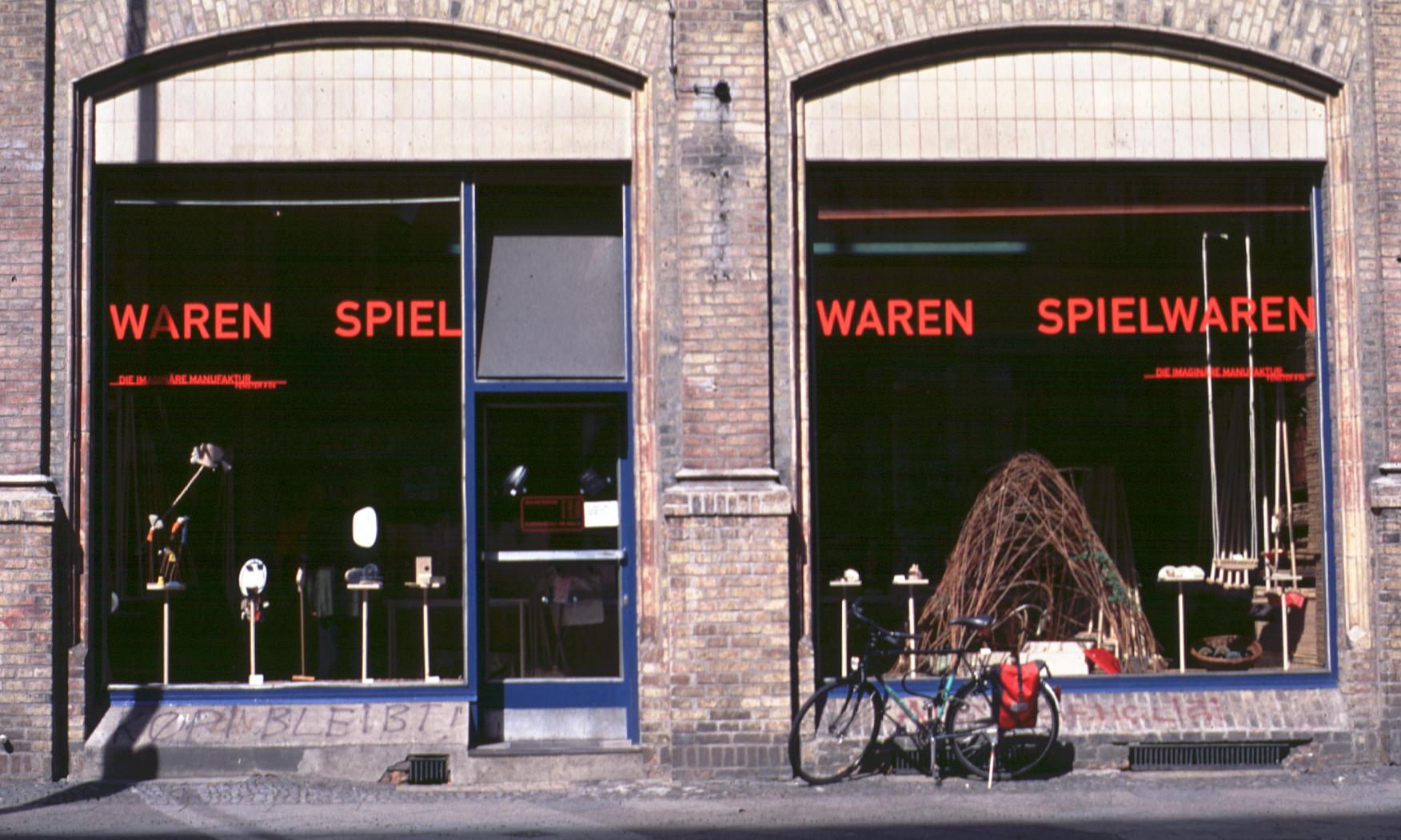 Schaufenster # 03 WAREN SPIEL WAREN SPIELWAREN